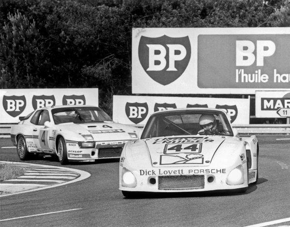 Le Mans, France. 14th - 15th June 1980.John Cooper/Dudley Wood/Pete Lovett (Porsche 935 K3), retired, leads Manfred Schurti/Jurgen Barth/Eberhard Braun (Porsche 924 Carrera GT Turbo), 6th position, action. World Copyright: LAT Photographic.Ref: B/WPRINT.