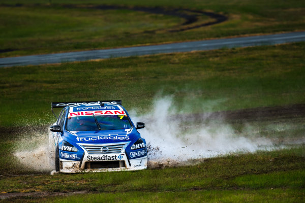 2017 Supercars Championship Round 5.  Winton SuperSprint, Winton Raceway, Victoria, Australia. Friday May 19th to Sunday May 21st 2017. Todd Kelly drives the #7 Carsales Racing Nissan Altima. World Copyright: Daniel Kalisz/LAT Images Ref: Digital Image 190517_VASCR5_DKIMG_3676.JPG