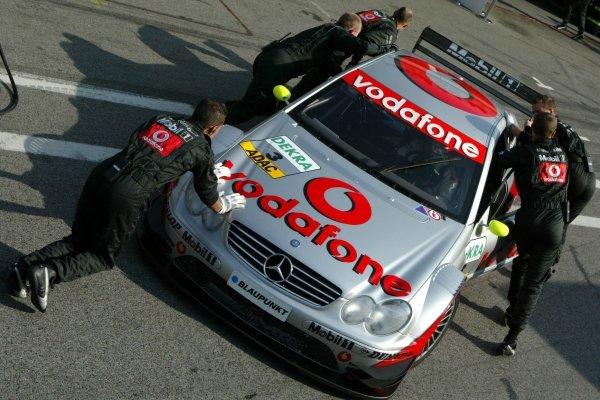 Mechanics push the car of Bernd Schneider (GER), Vodafone AMG-Mercedes, Mercedes-Benz CLK-DTM, back into the pits. DTM Championship, Rd 8, A1-Ring, Austria. 07 September 2003. DIGITAL IMAGE