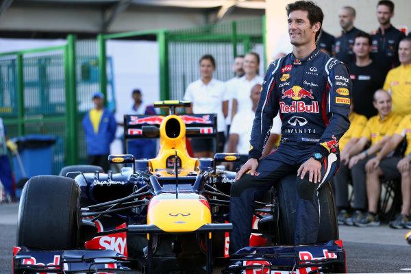 Interlagos, Sao Paulo, Brazil. Thursday 22nd November 2012. Mark Webber, Red Bull Racing, and the 2012 Red Bull Racing team. World Copyright: Andy Hone/LAT Photographic ref: Digital Image HONY0257