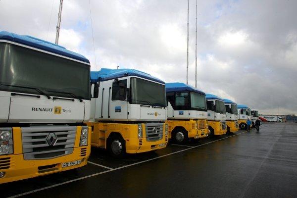 Renault trucks in the paddock. Formula One Testing, Silverstone, England, 21 February 2005. DIGITAL IMAGE