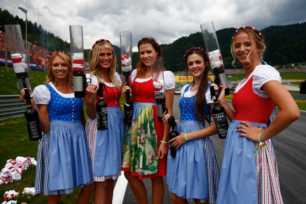 Red Bull Ring, Spielberg, Austria. Sunday 09 July 2017. A group of promotional girls with T-shirt guns. World Copyright: Andy Hone/LAT Images ref: Digital Image _ONY2360