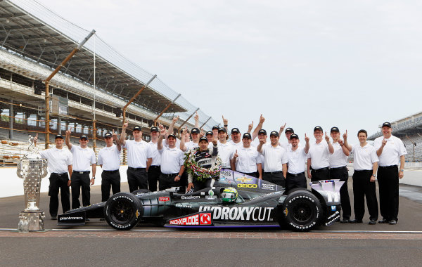 27 May, 2013, Indianapolis, Indiana, USA Tony Kanaan poses with the Chevrolet engineers ©2013, Phillip Abbott LAT Photo USA
