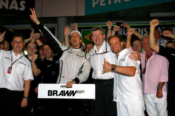 Sepang, Kuala Lumpur, Malaysia5th April 2009Jenson Button, Brawn GP BGP001 Mercedes celebrates with Ross Brawn, Team Principal, Brawn GP and Rubens Barrichello, Brawn GP BGP001 Mercedes.World Copyright: Charles Coates/LAT Photographicref: Digital Image _26Y9116