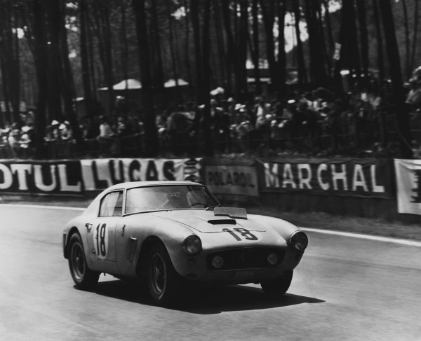 1960 Le Mans 24 hours. Le Mans, France. 25th - 26th June 1960. George Arents / Alan Connell (Ferrari 250 GT SWB), 5th position, action. World Copyright: LAT Photographic. Ref: B/WPRINT.