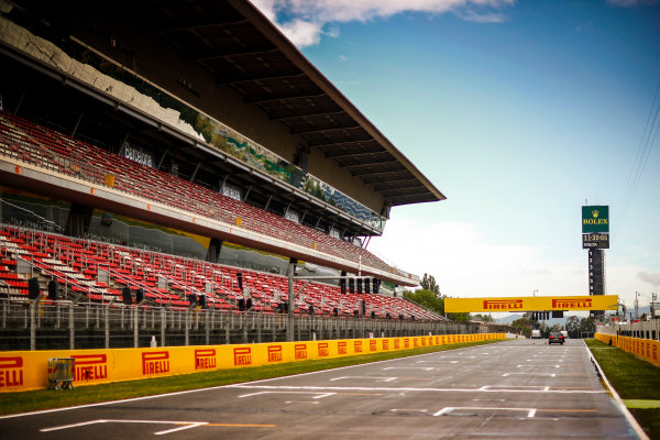 Circuit de Catalunya, Barcelona, Spain. Thursday 11 May 2017. The drying main straight and grandstand. World Copyright: Andy Hone/LAT Images ref: Digital Image _ONY2992
