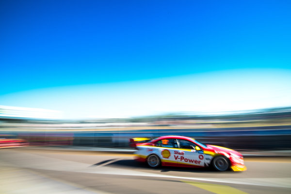 2017 Supercars Championship Round 6.  Darwin Triple Crown, Hidden Valley Raceway, Northern Territory, Australia. Friday June 16th to Sunday June 18th 2017. Fabian Coulthard drives the #12 Shell V-Power Racing Team Ford Falcon FGX. World Copyright: Daniel Kalisz/LAT Images Ref: Digital Image 180617_VASCR6_DKIMG_4226.jpg