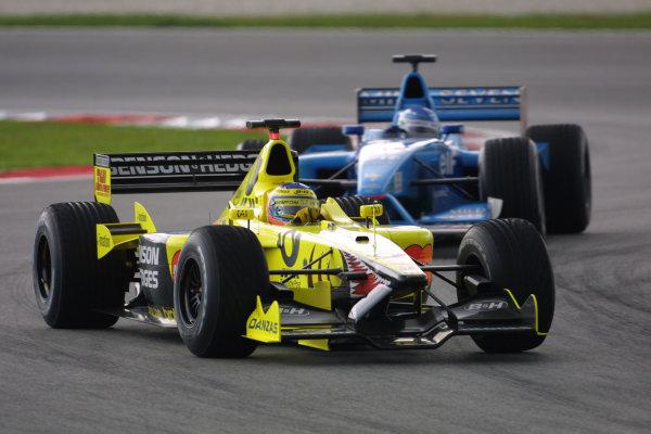 2001 Malaysian Grand Prix.Sepang, Kuala Lumpur, Malaysia. 16-18 March 2001.Jarno Trulli (Jordan EJ11 Honda) followed by Giancarlo Fisichella (Benetton B201 Renault). World Copyright - LAT Photographicref: 8 9MB DIGITAL IMAGE