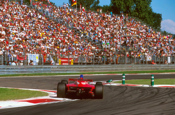Monza, Italy.6-8 September 1996.Ricardo Rosset (Footwork FA17 Hart) exited the race when he hit the tyres at the second chicane on lap 37.Ref-96 ITA 27.World Copyright - LAT Photographic