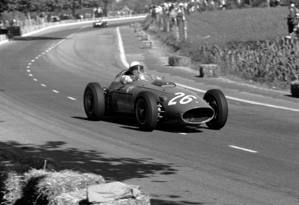 Phil Hill (USA) Ferrari D246 was fighting for a podium finish when he crashed out on lap 29. Portuguese Grand Prix, Oporto, Portugal, 14 August 1960.