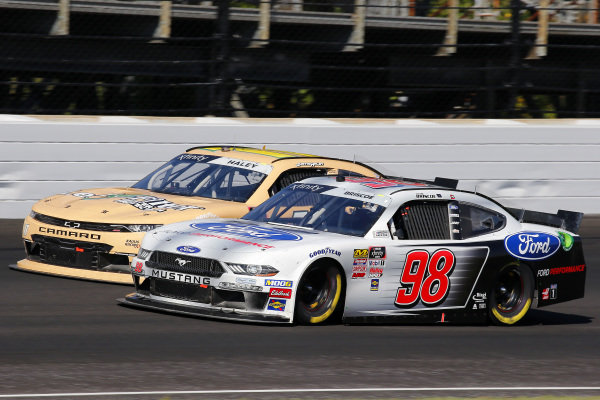 #98: Chase Briscoe, Stewart-Haas Racing, Ford Mustang Ford Performance and #11: Justin Haley, Kaulig Racing, Chevrolet Camaro LeafFilter