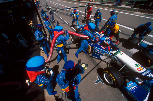 Barcelona, Spain.12-14 May 1995.Michael Schumacher (Benetton B195 Renault) takes a pitstop on his way to 1st position. Ref-95 ESP 06.World Copyright - LAT Photographic