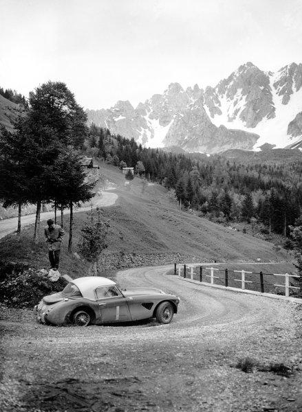 June 1962.David Seigle-Morris/Tony Ambrose, Austin Healey 3000 Mk1,Ref: C66159World Copyright: LAT Photographic.