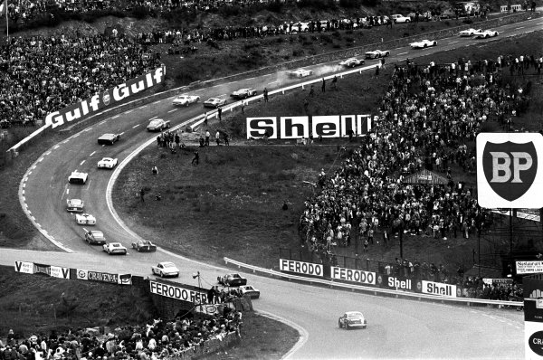 Spa-Francorchamps, Belgium. 11th May 1969.Paul Hawkins/David Prophet, Lola T70 Mk3B, 8th position, leads the field through Eau Rouge at the start, action.World Copyright: LAT PhotographicRef: 69SCARS