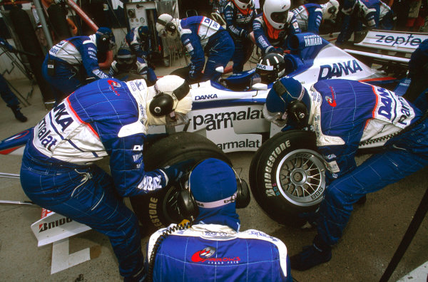 Hungaroring, Hungary.8-10 August 1997.Damon Hill (Arrows A18 Yamaha) takes a pitstop on the way to 2nd position.Ref-97 HUN 28.World  Copyright - LAT Photographic