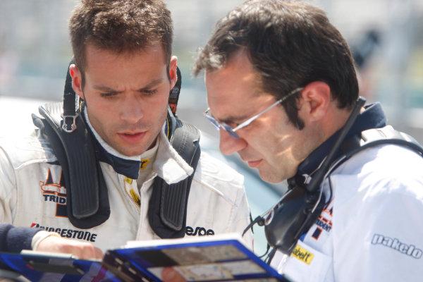 Hungaroring, Budapest, Hungary. 26th July 2009.Sunday Race.RicardoTeixeira (POR, Trident Racing) talks with his engineer. Portrait.  World Copyright: Alastair Staley / GP2 Series Media Service.Ref: _O9T3133 jpg