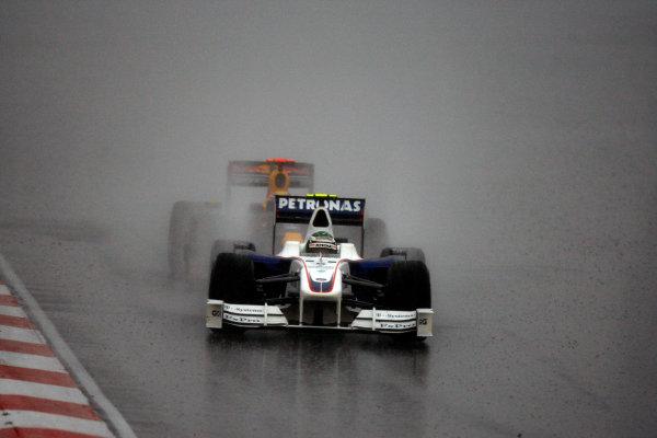 Sepang, Kuala Lumpur, Malaysia5th April 2009Nick Heidfeld, BMW Sauber F1 09, 2nd position, leads Mark Webber, Red Bull Racing RB5 Renault, 6th position. Action. World Copyright: Glenn Dunbar/LAT Photographicref: Digital Image _O9T7291