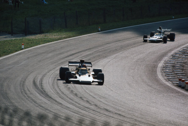 1972 Austrian Grand Prix.  Osterreichring, Zeltweg, Austria. 11-13th August 1972.  Emerson Fittipaldi, Lotus 72D Ford, 1st position, leads Denny Hulme, McLaren M19C Ford, 2nd position.  Ref: 72AUT16. World Copyright: LAT Photographic