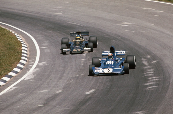 1973 Brazilian Grand Prix.  Interlagos, Sao Paulo, Brazil. 9-11th February 1973.  Jackie Stewart, Tyrrell 005 Ford, 2nd position, leads Ronnie Peterson, Lotus 72D Ford, retired.  Ref: 73BRA50. World Copyright: LAT Photographic