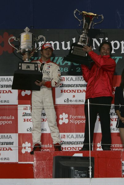 2005 Formula Nippon ChampionshipSuzuka, Japan. 27th November 20052005 Drivers Champion Satoshi Motoyama and Team Champion TEAM IMPUL director Kazuyoshi Hoshino.World Copyright: Yasushi Ishihara / LAT Photographicref: 2005FN_R9_009
