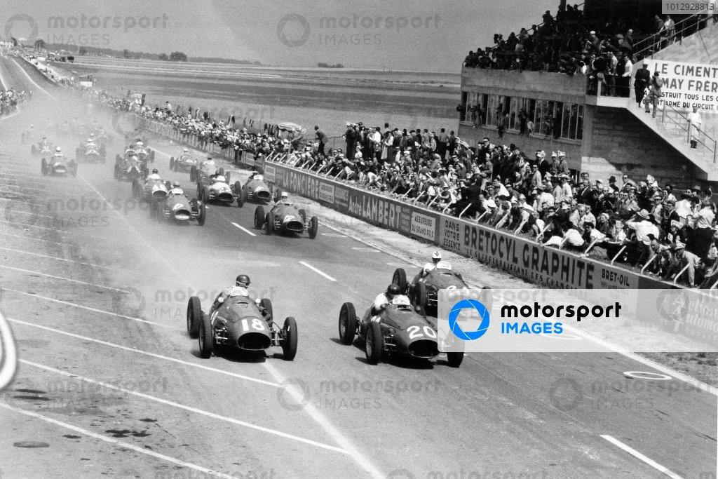 1953 French Grand Prix. Reims, France. 5 July 1953. Jose Froilan Gonzalez, Maserati A6SSG, 3rd position,  leads Juan Manuel Fangio, #18 Maserati A6SSG, 2nd position, Felice Bonetto, Maserati A6SSG #24, retired, Luigi Villoresi, Ferrari 500 #12, 6th position, Alberto Ascari, Ferrari 500 #10, 4th position, Emmanuel de Graffenried, Maserati A6SSG #46, 7th position, Onofre Marimon, Maserati A6SSG #22, 9th position, and Mike Hawthorn, Ferrari 500 #16, 1st position, at the start, action. World Copyright: LAT Photographic Ref: Autosport b&w print. Published: Autosport, 10/7/1953 p42