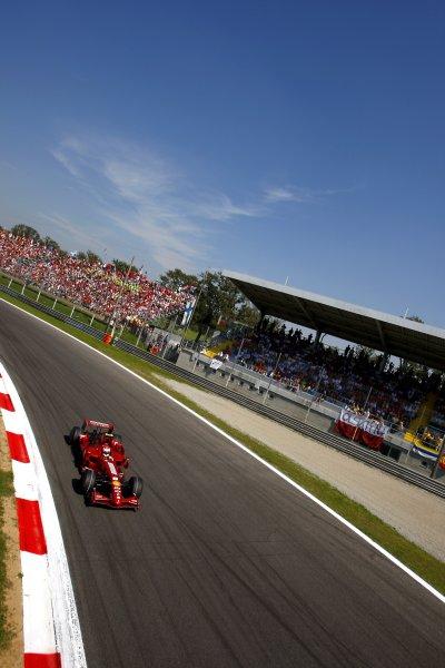 2007 Italian Grand PrixAutodromo di Monza, Monza, Italy.7th - 9th September 2007.Kimi Raikkonen, Ferrari F2007 in action at the Parabolica.World Copyright: Lorenzo Bellanca/LAT Photographicref: Digital Image _64I6894