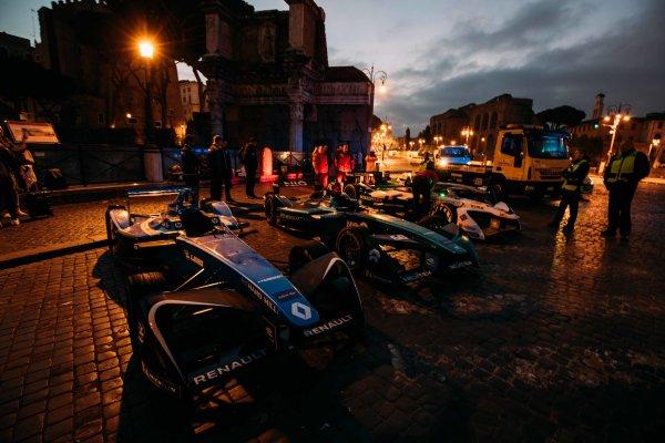 2017/2018 FIA Formula E Championship. Street Demonstration - Rome, Italy. Cars of Sebastien Buemi (SUI), Renault e.Dams, Renault Z.E 17, Nelson Piquet Jr. (BRA), Panasonic Jaguar Racing, Jaguar I-Type II, Lucas Di Grassi (BRA), Audi Sport ABT Schaeffler, Audi e-tron FE04. Thursday 19 October 2017. Photo: Malcom Griffiths/LAT/Formula E ref: Digital Image MALC8403