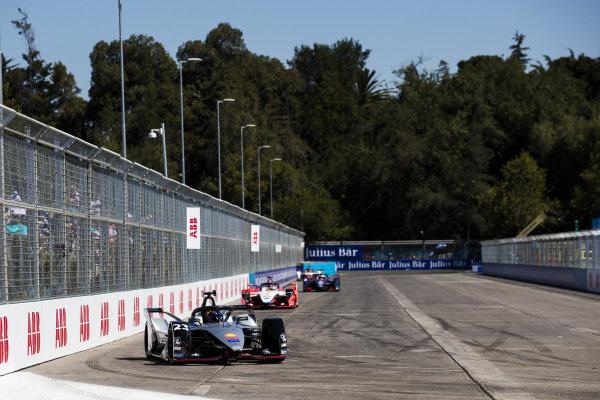 Sébastien Buemi (CHE), Nissan e.Dam, Nissan IMO1 leads Pascal Wehrlein (DEU), Mahindra Racing, M5 Electro