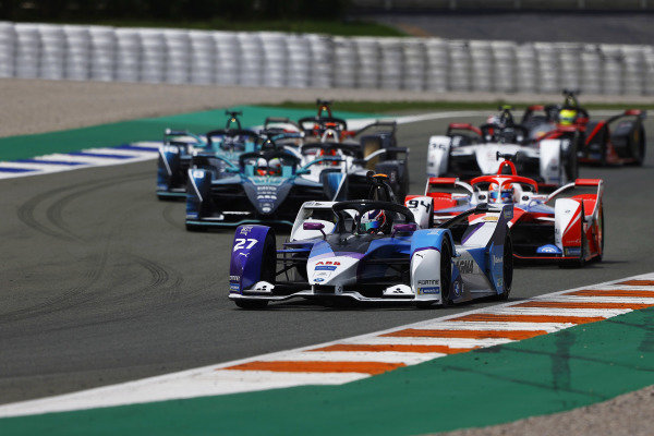 Jake Dennis (GBR), BMW I Andretti Motorsport, BMW iFE.21, leads Alex Lynn (GBR), Mahindra Racing, M7Electro