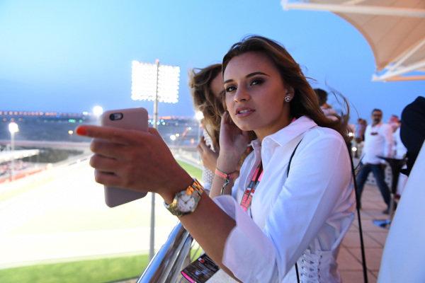 Fans at Formula One World Championship, Rd3, Bahrain Grand Prix Race, Bahrain International Circuit, Sakhir, Bahrain, Sunday 16 April 2017. BEST IMAGE