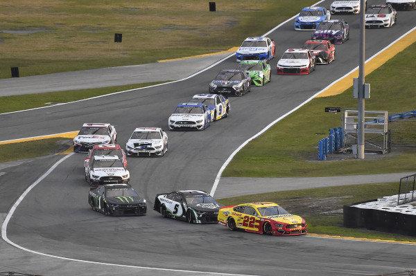 #22: Joey Logano, Team Penske, Ford Mustang Shell Pennzoil and #5: Kyle Larson, Hendrick Motorsports, Chevrolet Camaro NationsGuard