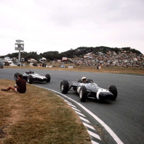 East London, South Africa.30/12/64-1/1/1965.Jo Bonnier (Brabham BT7 Climax) leads Jochen Rindt (Cooper T73 Climax).Ref-3/1505.World Copyright - LAT Photographic