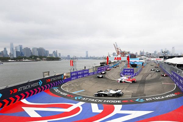 Joel Eriksson (SWE), Dragon Penske Autosport, Penske EV-5, leads Oliver Rowland (GBR), Nissan e.Dams, Nissan IMO2, as Edoardo Mortara (CHE), Venturi Racing, Silver Arrow 02, enters attack mode