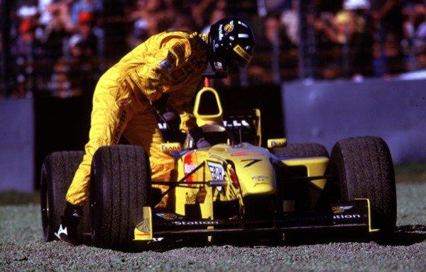 1999 Australian Grand Prix.Albert Park, Melbourne, Australia. 5-7 March 1999.Damon Hill (Jordan 199 Mugen Honda) retires from the race.World Copyright - LAT Photographic