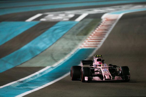 Yas Marina Circuit, Abu Dhabi, United Arab Emirates. Sunday 26 November 2017. Esteban Ocon, Force India VJM10 Mercedes. Photo: Charles Coates/Williams ref: Digital Image DJ5R3634