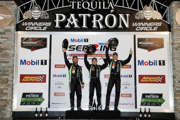 #22 Tequila Patron ESM Nissan DPi, P: Pipo Derani, Johannes van Overbeek, Nicolas Lapierre, podium