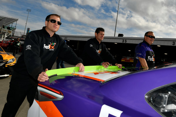 Monster Energy NASCAR Cup Series First Data 500 Martinsville Speedway, Martinsville VA USA Saturday 28 October 2017 Denny Hamlin, Joe Gibbs Racing, FedEx Walgreens Toyota Camry crew World Copyright: Scott R LePage LAT Images ref: Digital Image lepage-171028-mart-2680