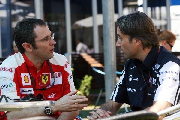 (L to R): Stefano Domenicali (ITA) Ferrari General Director talks with Adam Parr (GBR) Williams CEO. Formula One World Championship, Rd 1, Australian Grand Prix, Race Day, Albert Park, Melbourne, Australia, Sunday 29 March 2009.