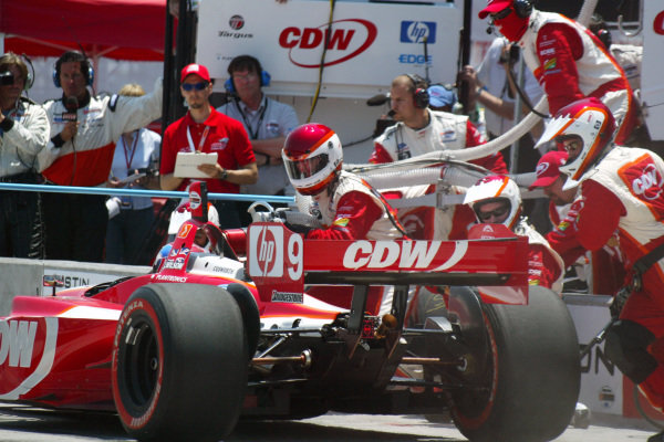 Justin Wilson (GBR) RuSPORT comes in for a pit stop