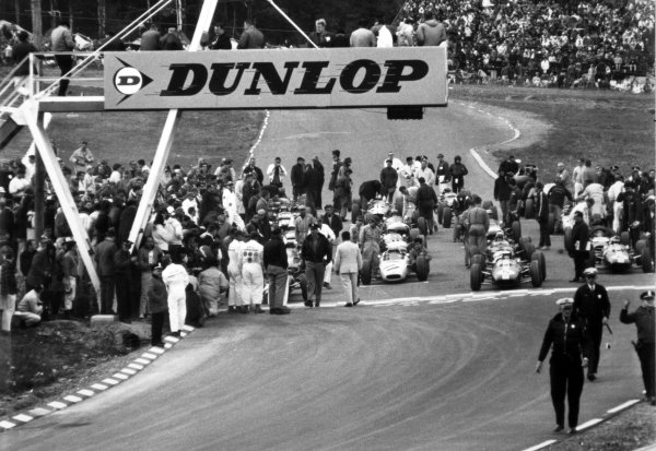 1965 United States Grand Prix.Watkins Glen, New York, USA. 1st-3rd October 1965.The grid forms up for the 110 lap race.World Copyright - LAT Photographic.Ref- B/W Print