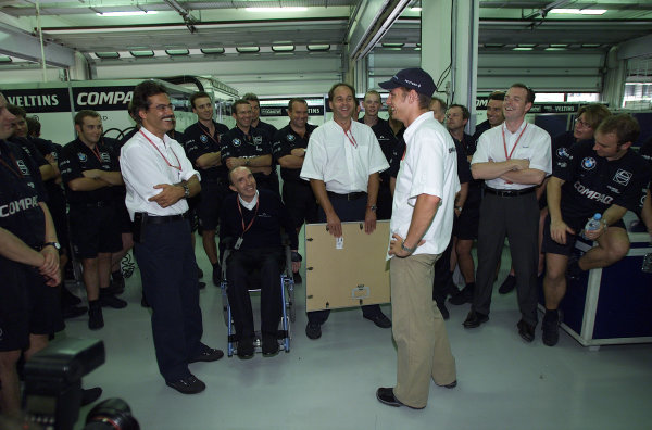 Sepang, Kuala Lumpur, Malaysia.20-22 October 2000.Jenson Button (Williams BMW) is presented with a gift by the Williams management team because it was his last race for the team.World Copyright - Etherington/LAT Photographicref:18mb digital image - Race