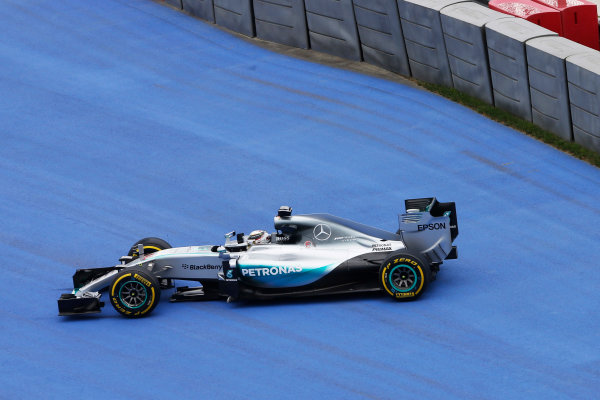 Sochi Autodrom, Sochi, Russia. Friday 9 October 2015. Lewis Hamilton, Mercedes F1 W06 Hybrid spins off the track. World Copyright: Charles Coates/LAT Photographic ref: Digital Image _J5R9894