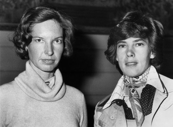Janet Guthrie and Divina Galica, portrait.World Copyright: LAT Photographic.Ref:  B/W Print.