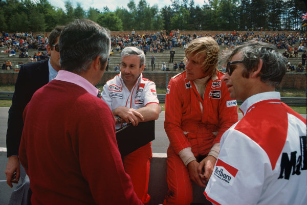 Zolder, Belgium. 14th - 16th May 1976. James Hunt (McLaren M23-Ford), retired, in conversation with Teddy Mayer and Roger Penske on the pit wall, portrait. World Copyright: LAT Photographic.  Ref: 76 BEL 34.