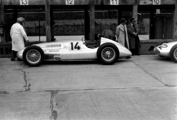 Nurburgring, Germany. 21 May 1939.Manfred von Brauchitsch (Mercedes-Benz W154), 4th position, in the pits, action. World Copyright: Robert Fellowes/LAT PhotographicRef: 39EIFRF
