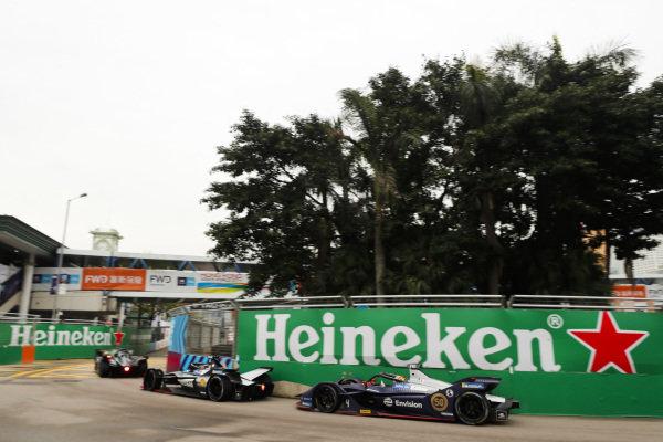 Sébastien Buemi (CHE), Nissan e.Dam, Nissan IMO1 leads Robin Frijns (NLD), Envision Virgin Racing, Audi e-tron FE05