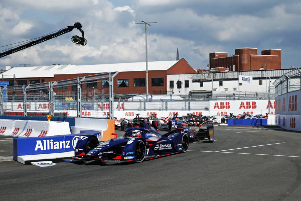 Nick Cassidy (NZL), Envision Virgin Racing, Audi e-tron FE07, leads Jean-Eric Vergne (FRA), DS Techeetah, DS E-Tense FE21 Sebastien Buemi (CHE), Nissan e.Dams, Nissan IMO2, and the rest of the field on the opening lap
