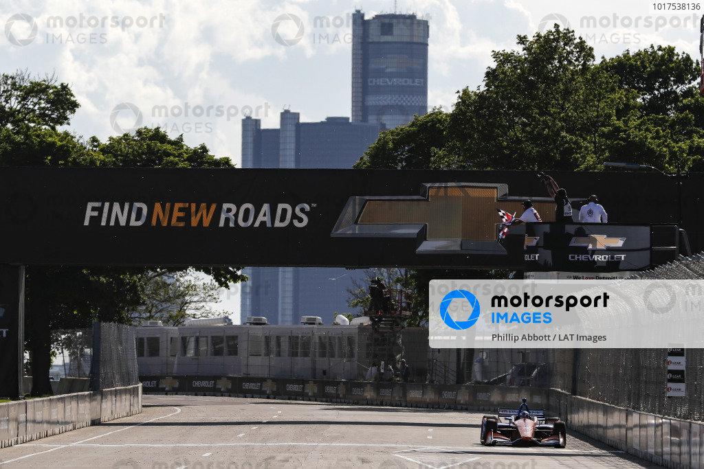 Scott Dixon, Chip Ganassi Racing Honda takes the checkered flag