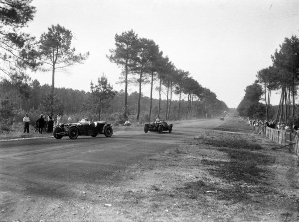 Earl Howe / Henry Birkin, Lord E. Howe, Alfa Romeo 8C 2300 LM, leads Sammy Newsome / Kenneth Peacock, Aston Martin Cars Ltd., Aston Martin 1.5 International.