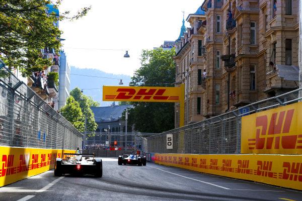 Nicolas Prost (FRA), Renault e.Dams, Renault Z.E 17, leads Edoardo Mortara (ITA) Venturi Formula E, Venturi VM200-FE-03.